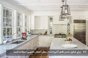 آشپزخانه سفید و بسیار بزرگ با لوستر آویزان
