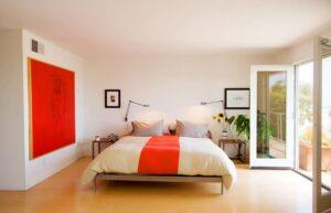 اتاق خوابی مدرن با استفاده از رنگ نارنجی گرم