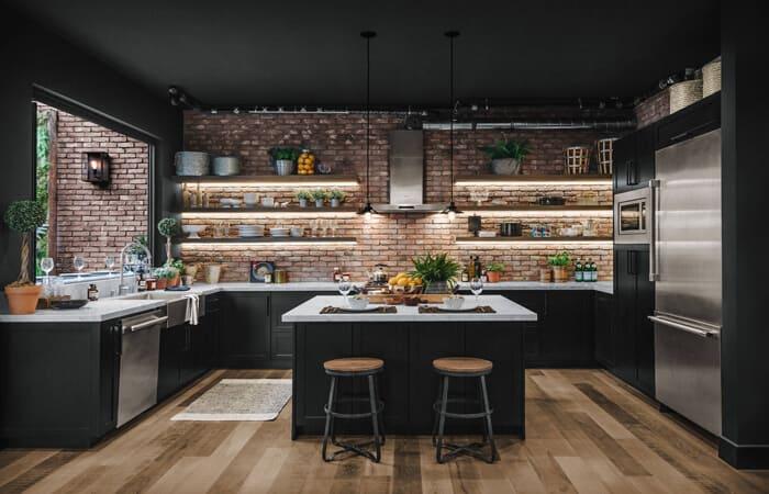 تصویری از یک آشپزخانه صنعتی با دیوار آجری