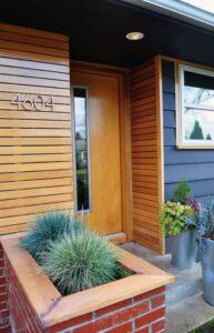 تصویر پلاک خانه ای با نمای چوبی