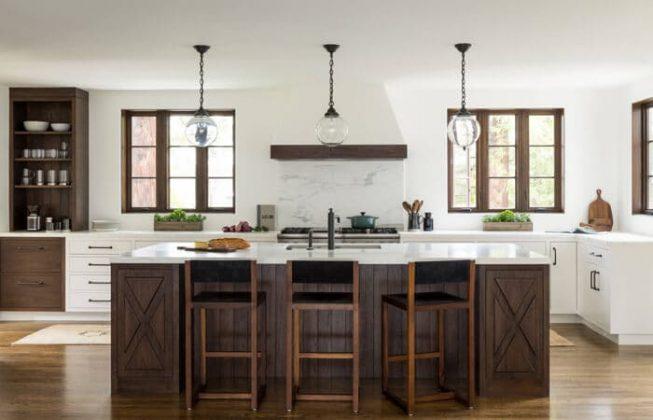 تصویر یک آشپزخانه به سبک مدیترانه ای به رنگ قهوه ای سوخته