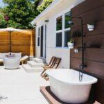 قراردادن دوش و وان حمام در بخشی از فضای باز منزل