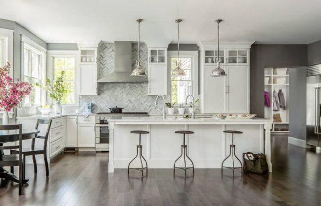 تصویر آشپزخانه ای طراحی شده به سبک انتقالی