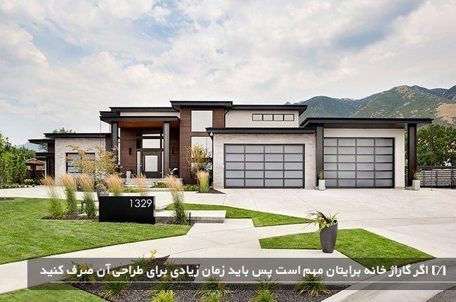 خانه ای ویلایی با طراحی گاراژ بسیار زیبا که دارای درب شیشه ای است