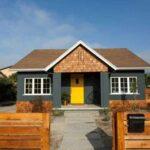 استفاده از سیمان سیاه برای نمای خارجی شیروانی برای سقف و رنگ زرد برای درب