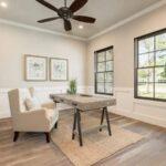 تصویر اتاق کاری مدرن با یک میز چوبی و صندلی وسط اتاق