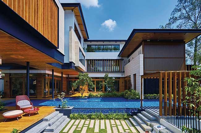 خانه با نمای زیبا و استخر بزرگ و پله