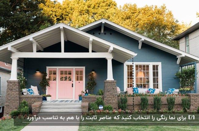 تصویر خانه ای با نمای سرمه ای و سفید و درب ورودی صورتی