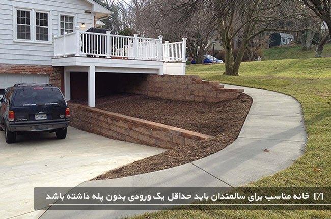 خانه ای ویلایی با پارکینگ و ماشین در آن مناسب افراد سالمند