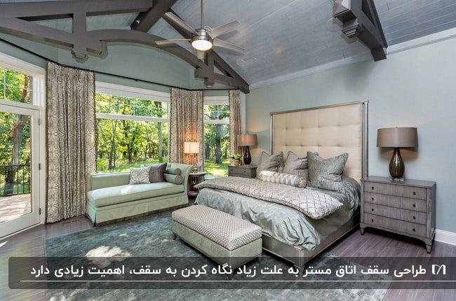 اتاق خواب مستر با ترکیب رنگ آبی و طوسی و تیرهای چوبی خاکستری سقف