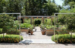 تصویری از یک باغچه با طراحی کاربردی و هدفمند