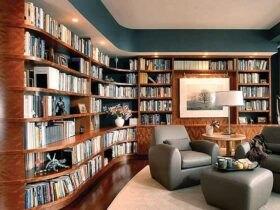 کتابخانه بزرگ خانگی با مبل چرم طوسی