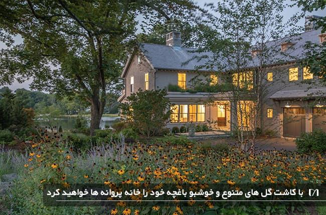 خانه ای ویلایی با گل های کاشته شده نارنجی زیبا برای جذب پروانه
