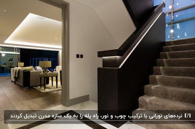 نوپردازی راه پله ای با نرده چوبی و نوری که روی نرده نصب شده است