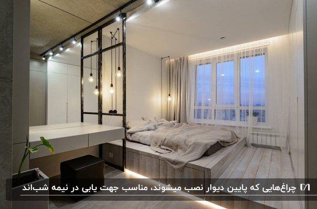 اتاق خوابی با لامپ های آویز اطراف تخت و نورمخفی در حاشیه پایین دیوار