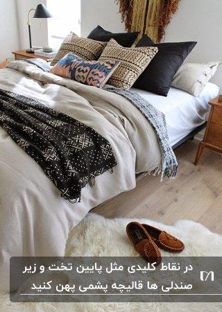 اتاق خوابی با یک قالیچه پشمی سفید زیر تخت برای پاییز