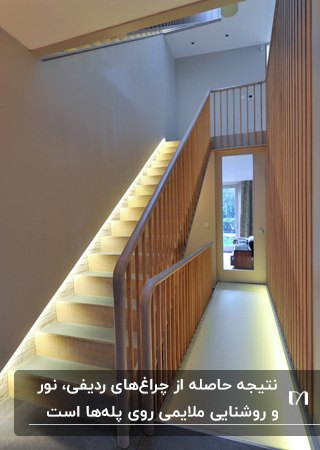 نورپردازی راه پله ای با نرده های چوبی و چراغ های ردیفی روی پله