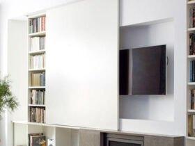تلویزیون مخفی شده پشت کابینت سفید