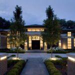 تصویر نورپردازی های مخفی در محوطه ورودی یک خانه