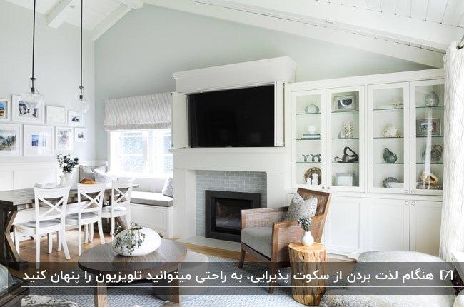 نشیمنی به رنگ چوب و سفید و تلویزیون مخفی بالای شومینه با درب های دو شاخه توکار