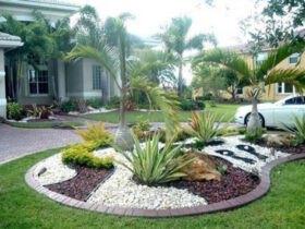 باغچه دیزاین شده همراه با سنگ ریزه و ماشین
