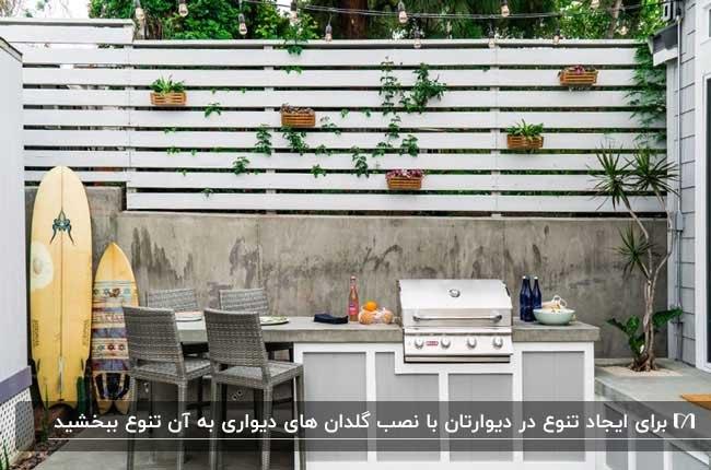 ساخت دیوار سبز با گلدان های دیواری برای پاسیوی بدون سقف