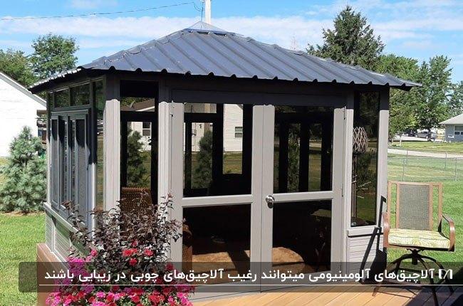آلاچیق بسته ای با آلومینیوم طوسی و درب و پنجره های شیشه ای