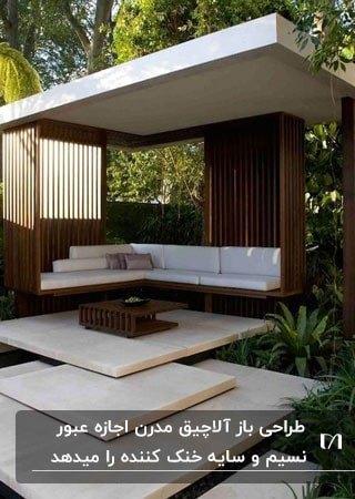 آلاچیق چوبی مدرنی با نیمکت و سقف سفید و پله های مربعی برای ورودی
