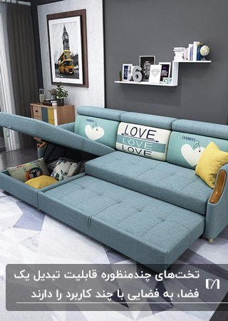 تصویر یک مبل تخت خواب چندمنظوره آبی رنگی در خانه با دیوار خاکستری