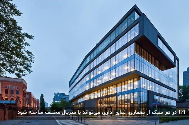 نمای ترکیبی پنل های مشکی به همراه شیشه های متعدد برای یک ساختمان اداری