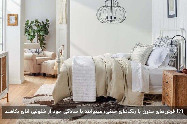 اتاق خواب عروسی با تخت فلزی سفید و روتختی سفید و کرم به همراه فرش پرز دار و طرحدار کرم و قهوه ای