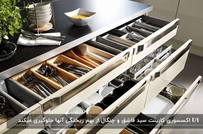 تصویر اکسسوری های کشویی قاشق و چنگال چوبی با دسته های فلزی