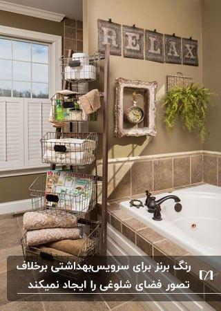 سرویس بهداشتی با تم رنگی برنز و شیرآلات برنز با یک شلف طبقه ای برای لوازم حمام