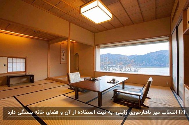 اتاقی با پنجره بزرگ افقی و میزناهارخوری مستطیلی ژاپنی و دو صندلی بدون پایه