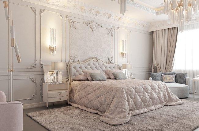 اتاق خواب روشن سبک کلاسیک با تخت و پرده و روشنایی های سفید و کرم