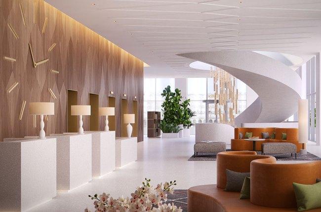 تصویر طراحی داخلی هتل با مبلمان چرم قهوه ای روشن، پله مارپیچ و دیوارپوش چوبی