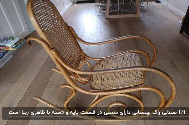 تصویر یک صندلی راک لهستانی چوبی با نشیمنگاه و تکیه گاه حصیری