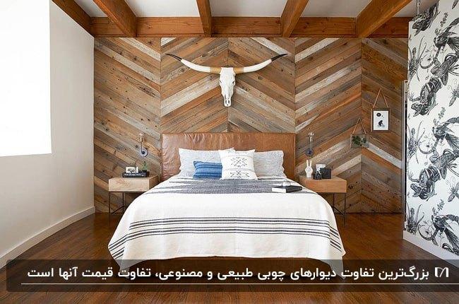 اتاق خوابی با تخت دو نفره چوبی مقابل دیوار چوبی با دکوری سر بز روی دیوار