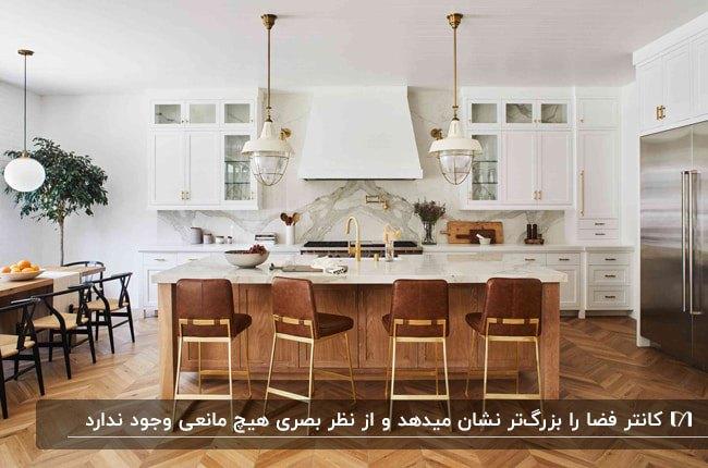 آشپزخانه ای با کابینت های سفید، کانتر چوبی با صفحه رویی سفید