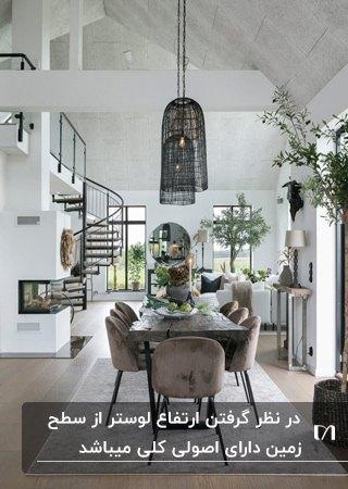 قسمت غذاخوری نشیمن خانه ای دوبلکس با میز وصندلی های مشکی و قهوه ای با لوسترهای آویز مشکی