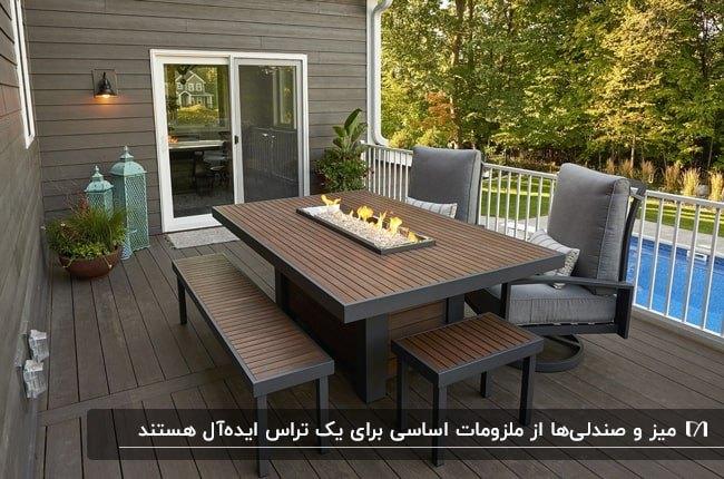 تراس خانه ای با میز و نیمکت و صندلی های قهوه ای و خاکستری