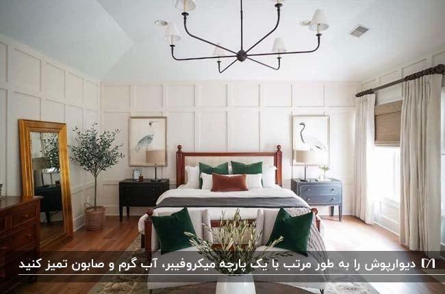 دکوراسیون اتاق خوابی با تخت و کفپوش و مبل چوبی و کوسن های سبز تیره
