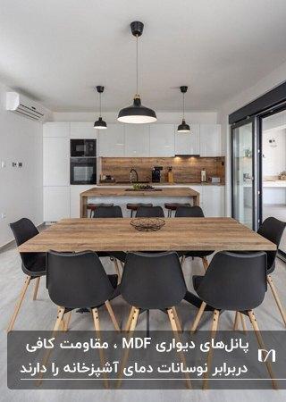 آشپزخانه با کابینت های سفید و پنل دیواری سه بعدی ام دی اف