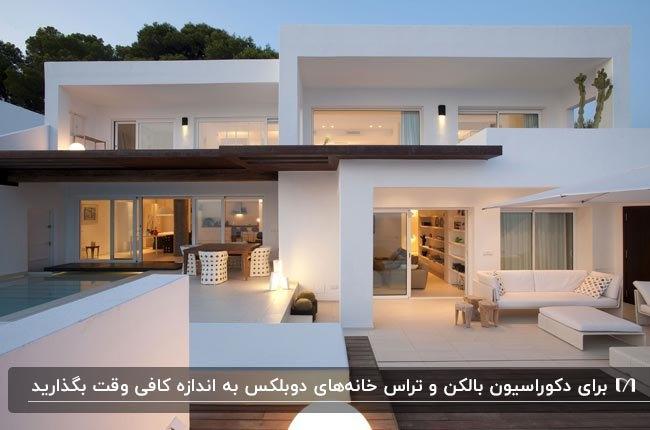 نمای خارجی و دکوراسیون تراس و بالکن یک خانه دوبلکس با نورپردازی