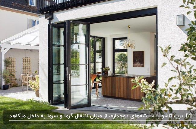 درب تاشوی برای نمای خارجی خانه با فریم مشکی