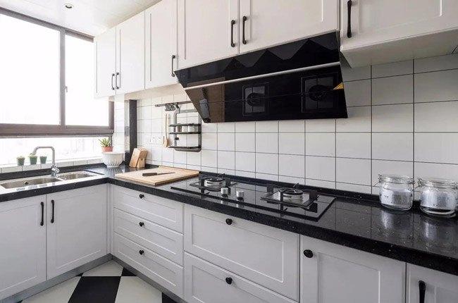 ابعاد استاندارد کابینت های سفید، صفحه رویی کابینت و هود و گاز مشکی