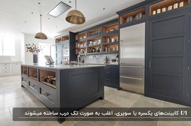 ابعاد استاندارد کابینت های ایستاده با ترکیب رنگ خاکستری و رنگ چوب