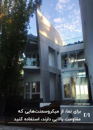خانه دو طبقه با نمای میکروسمنت و شیشه