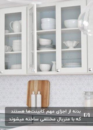 اجزای اصلی کابینت هایی با بدنه سفید و درب شیشه ای